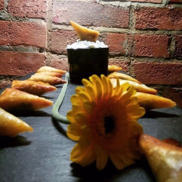 Spiced pea & pumpkin samosa with 'Critical' cucumber raita (@bobadopalis)